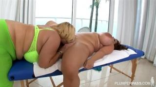 Roulée Bbw Stars du porno Samantha 38g + Maria Moore dans le sexe lesbien sexy
