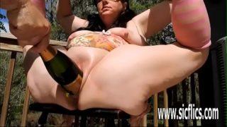 Podwójna pięść + Champagne Butelka Fucked Fat Cunt