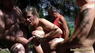 Wilde deutsche Outdoor-Orgie mit Bbw Teenager