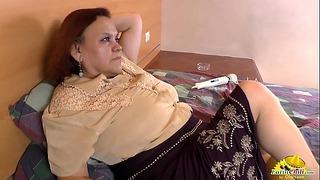 Latinchili Babička Gloria Masturbuje latinskou vagínu