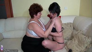 Oldnanny Starý BBW Babičky masturbují a užívají si s mladou holkou