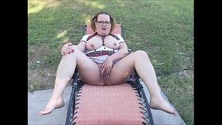 Im Hinterhof für dich mit meiner Muschi spielen
